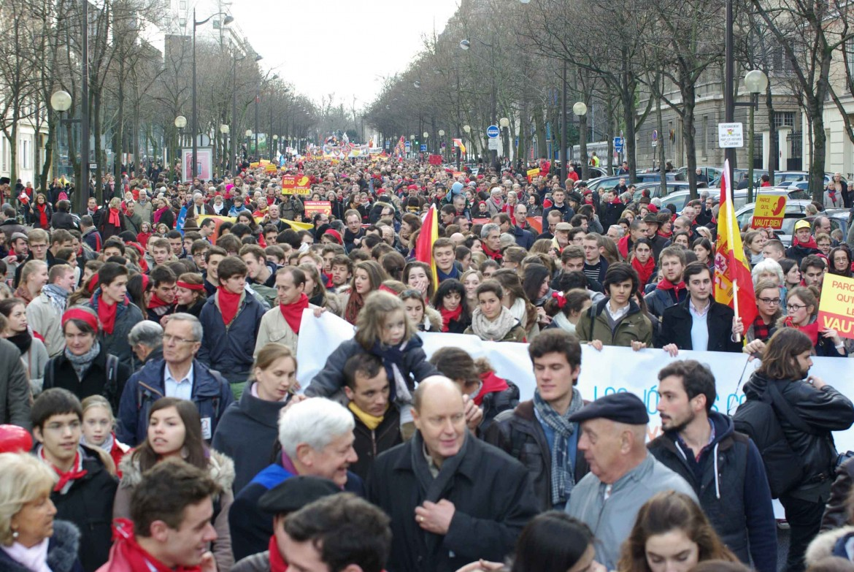 Bagno di folla alla Marcia per la vita a Parigi